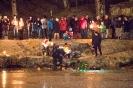 Christbaumversenken der Wasserrettung Osttirol am Schlossteich (18.12.2016)